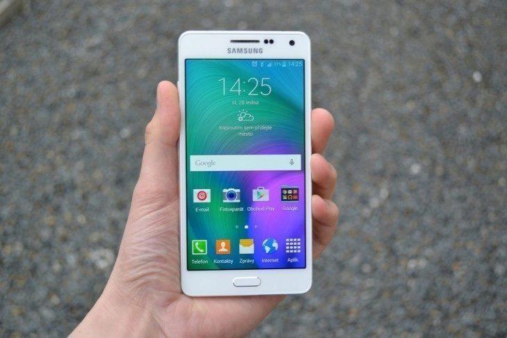 Samsung Galaxy A5 - přední strana telefonu (3)