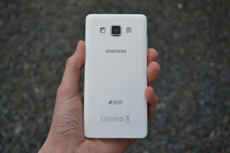 Samsung Galaxy A5 - zadní strana telefonu (3)