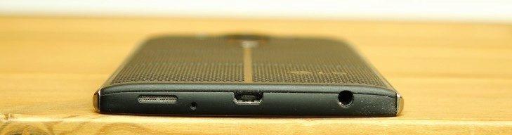 LG V10 - konstrukce, Micro USB