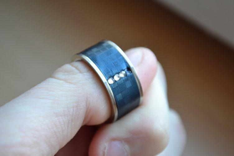 NFC prsten - na ruce (1)