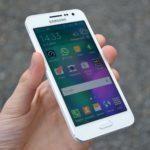 Samsung Galaxy A3 – přední strana telefonu (1)