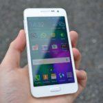 Samsung Galaxy A3 – přední strana telefonu (2)