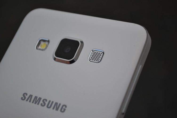 Samsung Galaxy A3 - zadní reproduktor (2)
