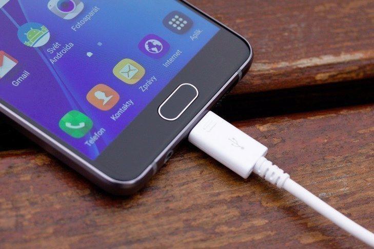 Samsung Galaxy A5 (2016) nabíjení