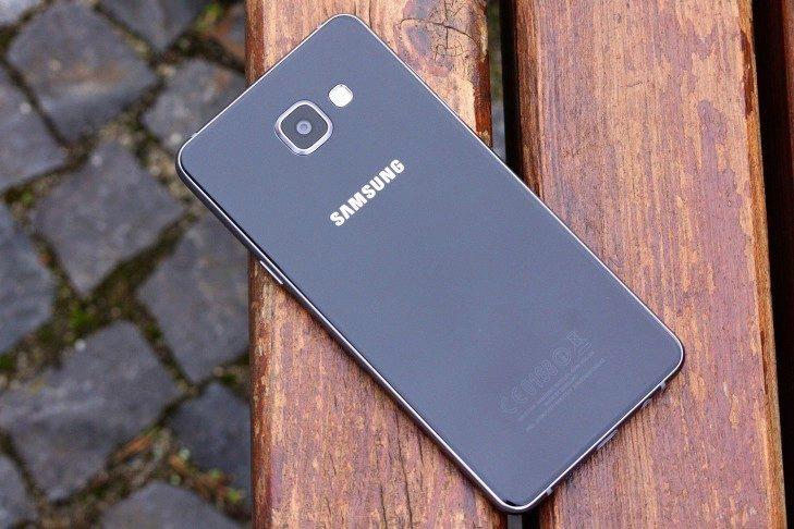Samsung Galaxy A5 (2016) záda