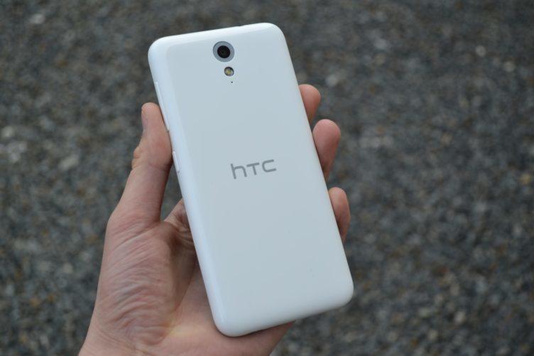 HTC Desire 620 - zadní část telefonu (1)
