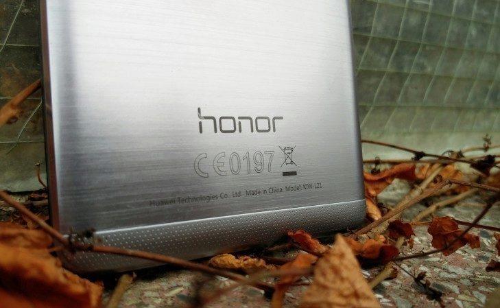 Honor 5x - detail záda