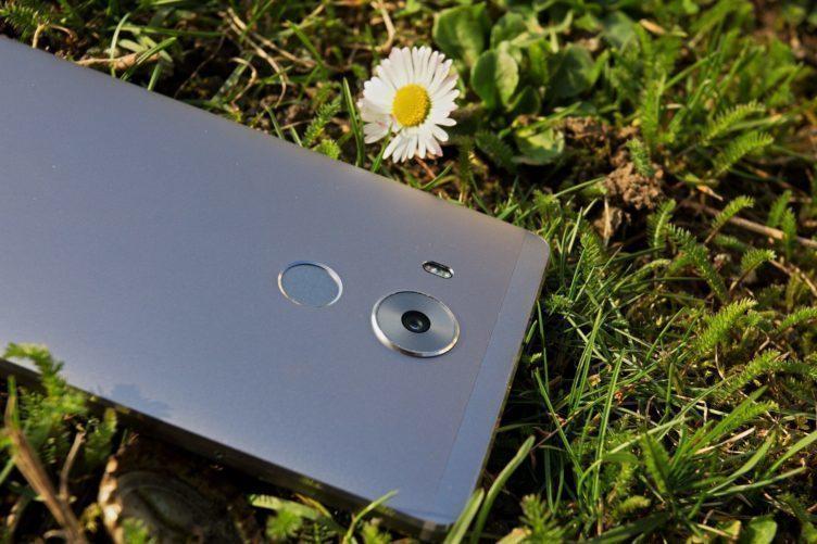 Huawei Mate 8 čtečka otisků