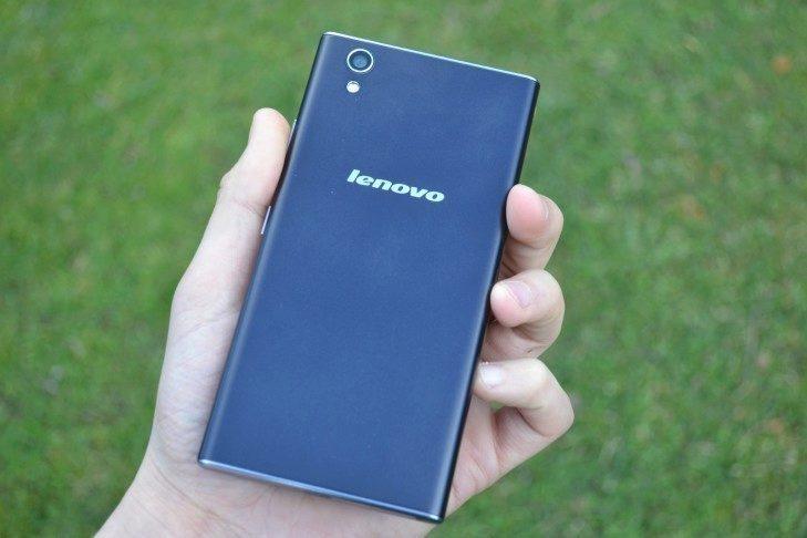 Lenovo P70 - zadní strana telefonu