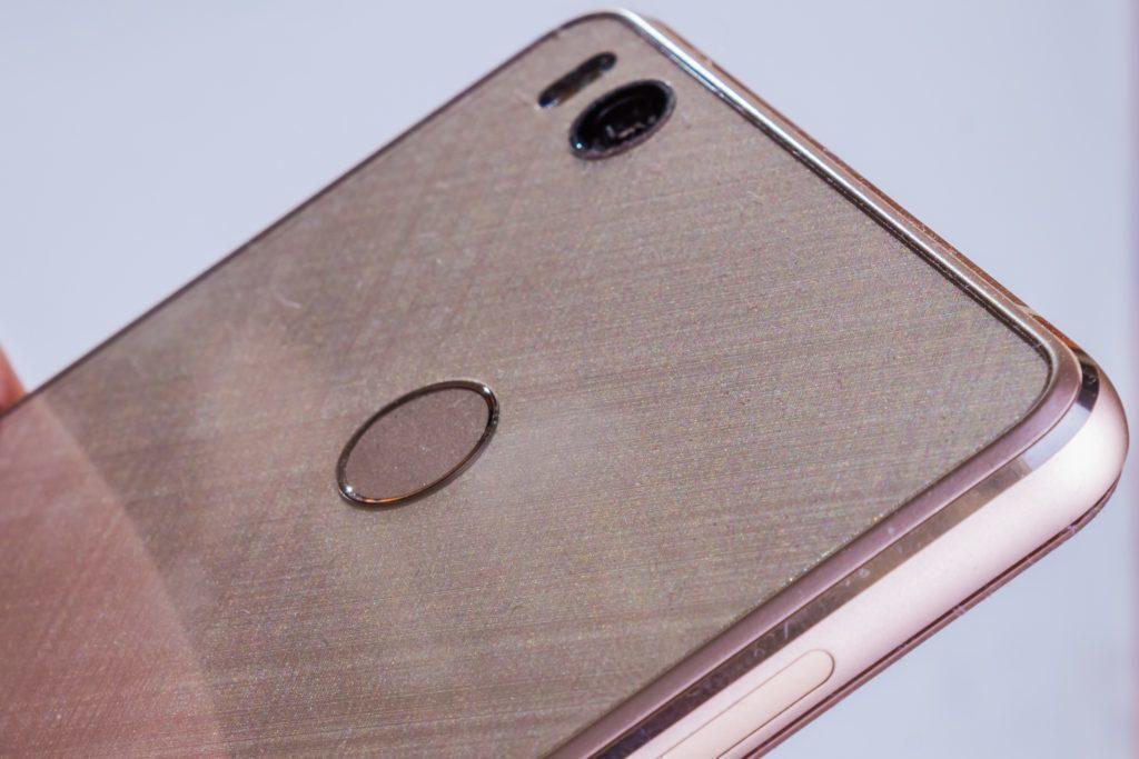Xiaomi Mi4S - čtečka otisků