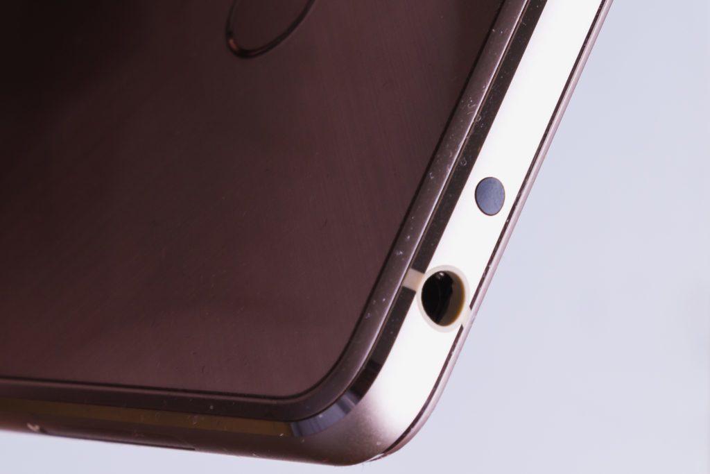 Xiaomi Mi4S - pohled na horní hranu