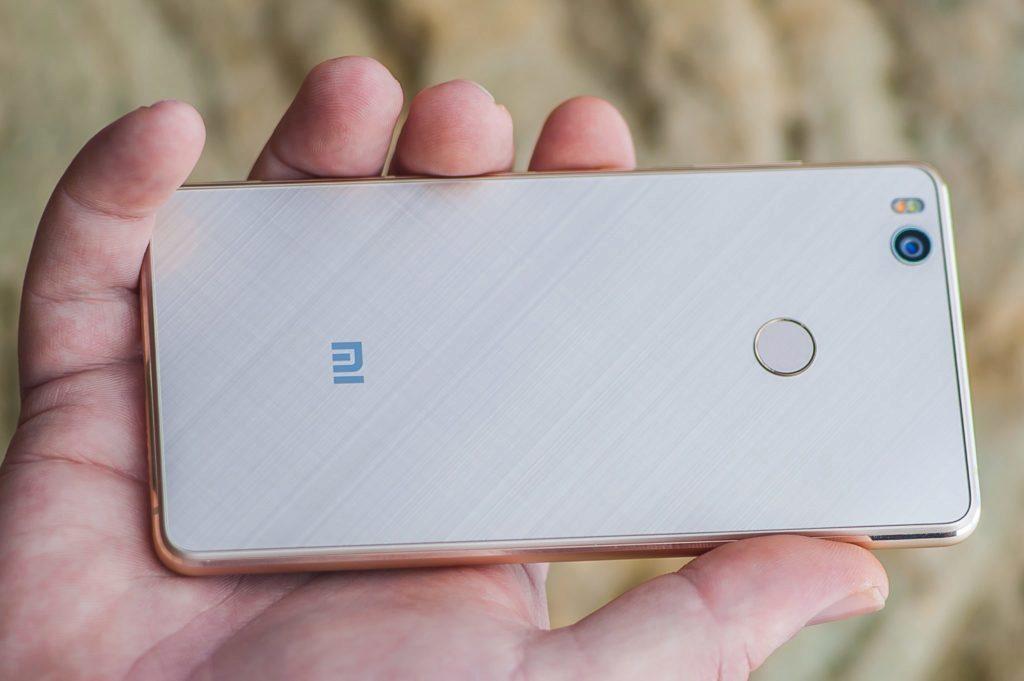 Xiaomi Mi4S - pohled na záda