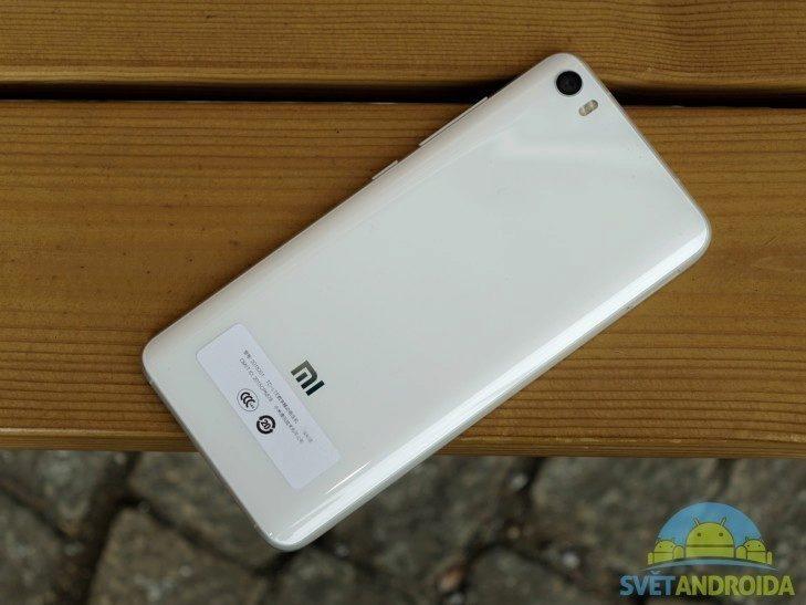 Xiaomi Mi5 - konstrukce, zadní strana