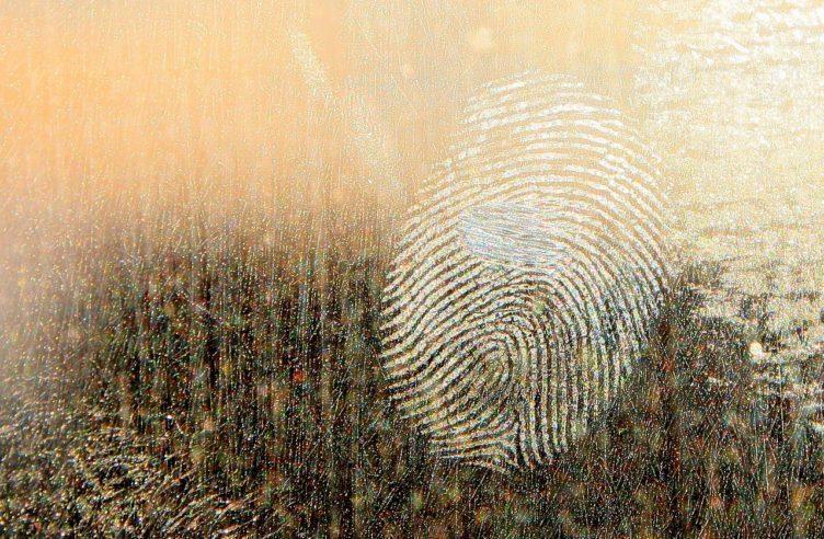 Čtečku otisků prstů lze ošálit otiskem vytištěným na tiskárně