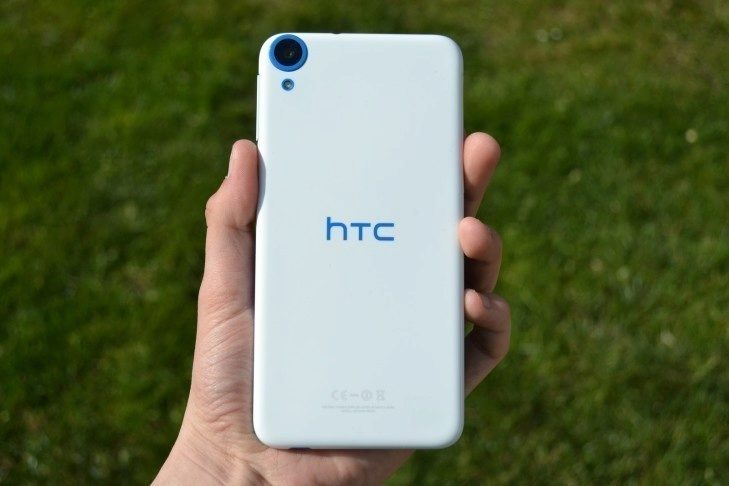 HTC Desire 820 - zadní strana telefonu (4)