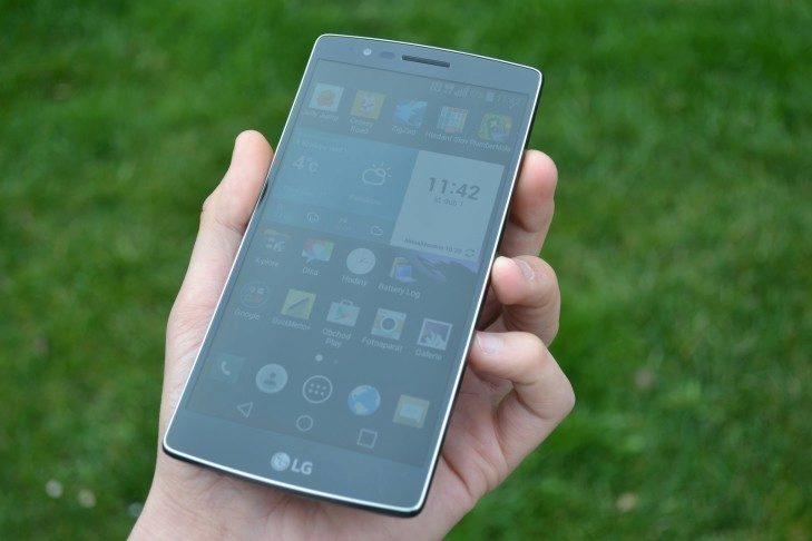 LG G Flex 2 -  přední strana telefonu (5)