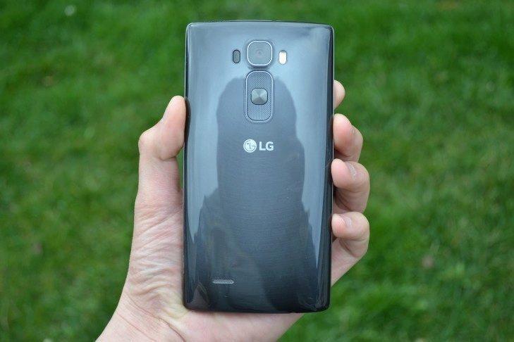 LG G Flex 2 -  záda telefonu (1)