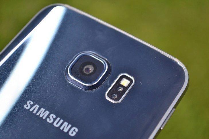 Samsung Galaxy S6 Edge - objektiv a senzory