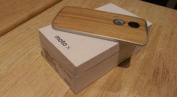 Motorola Moto X se dřevěnými zády