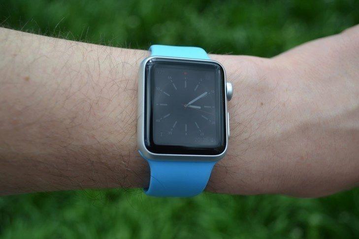 Apple Watch -  přední strana hodinek (2)