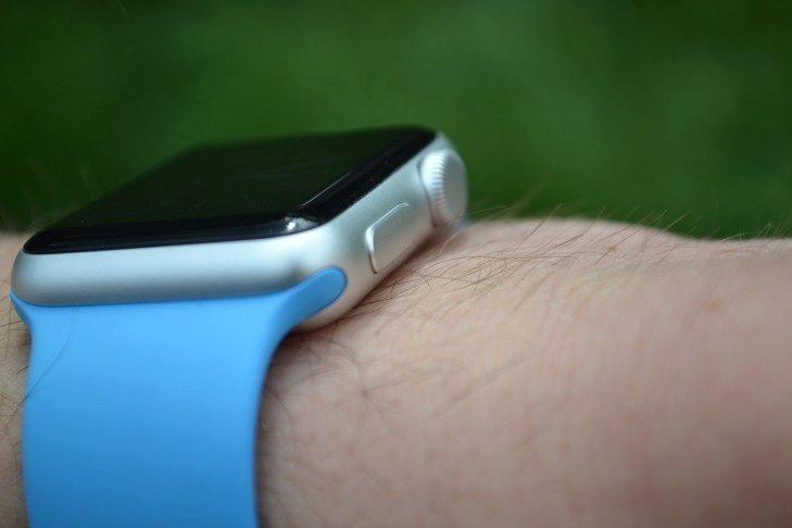 Apple Watch -  pohled z boku