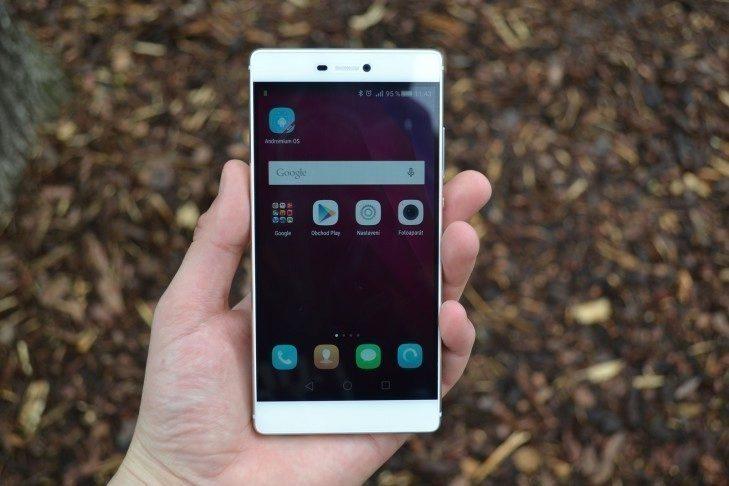 Huawei P8 - přední strana telefonu (1)