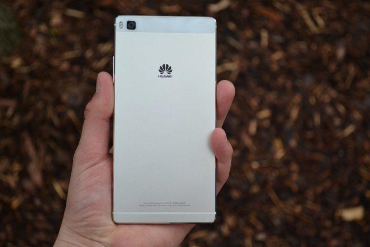 Huawei P8 - zadní část (2)