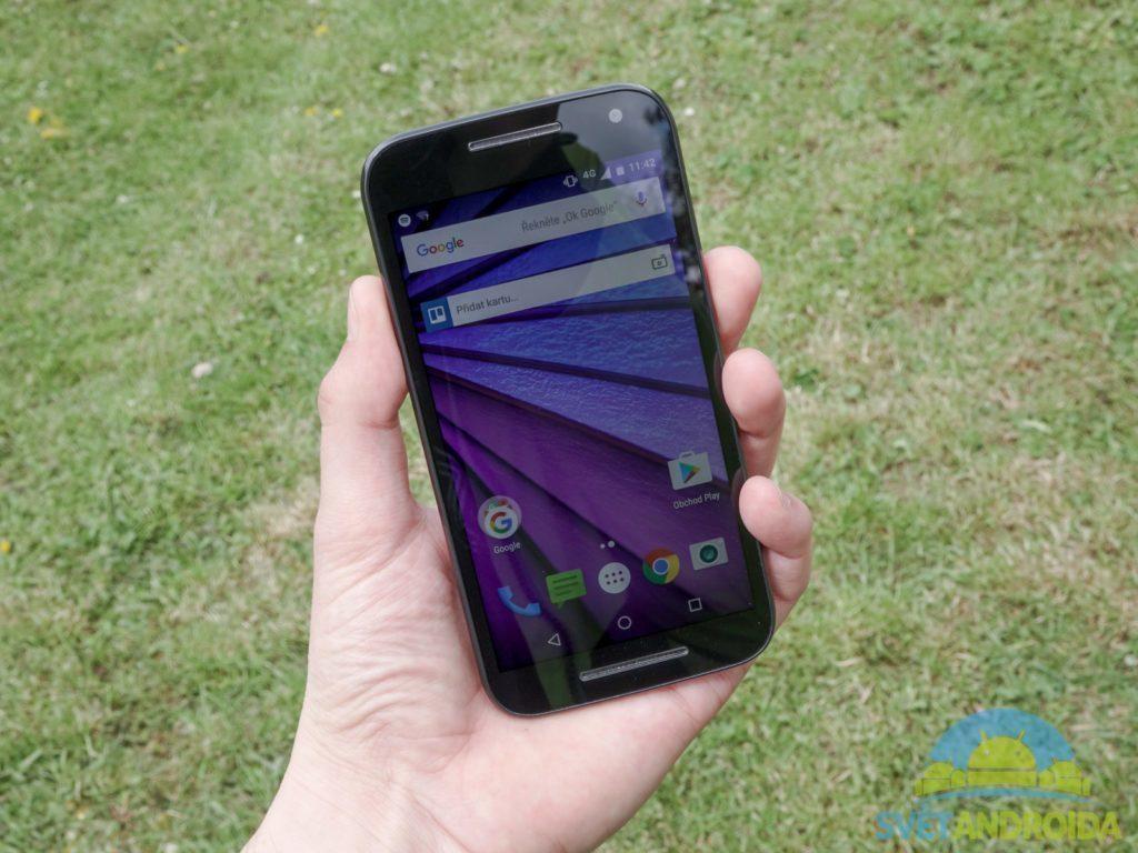 Lenovo Moto G (2015) - displej, držení telefonu 2