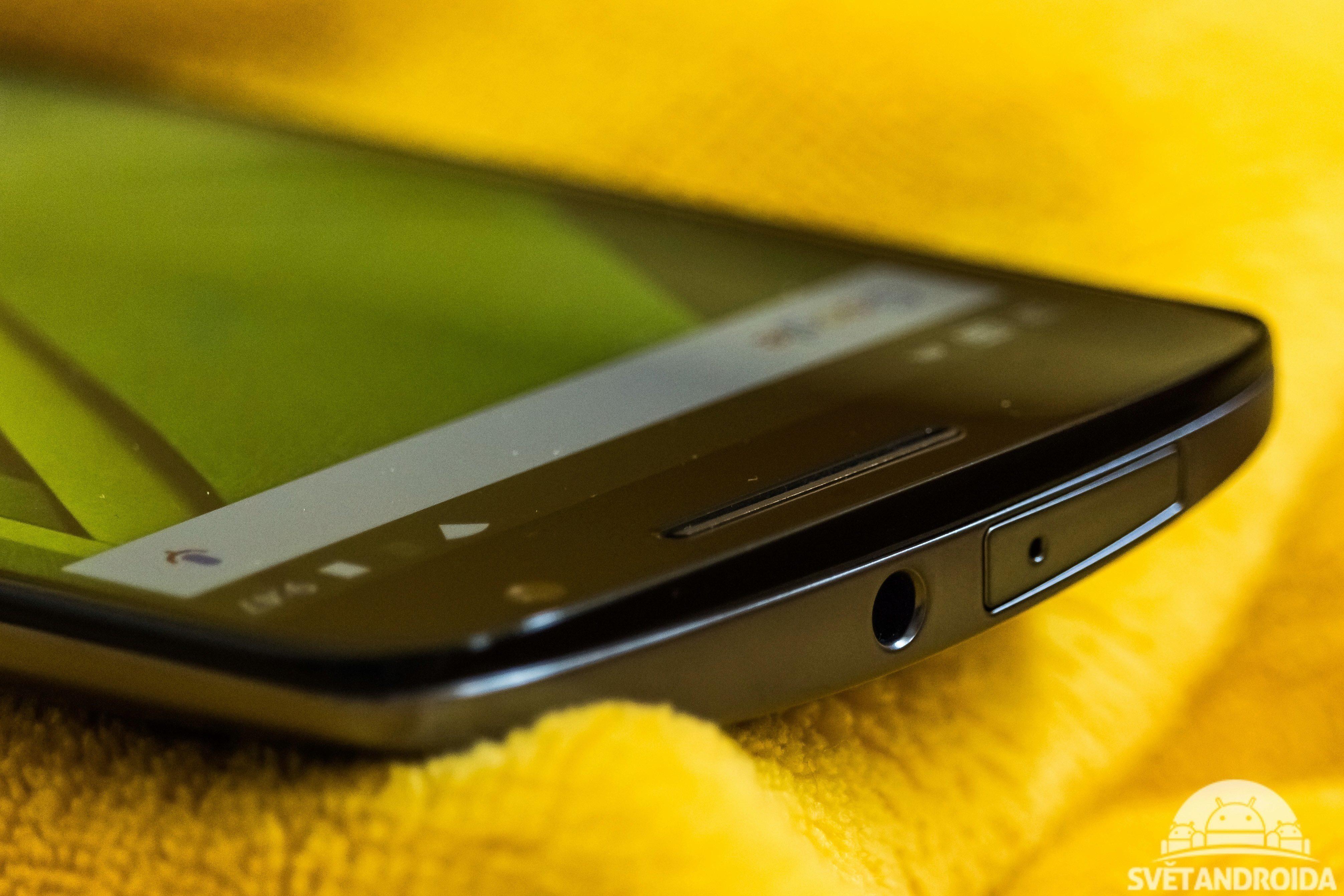 Moto X Play - horní strana