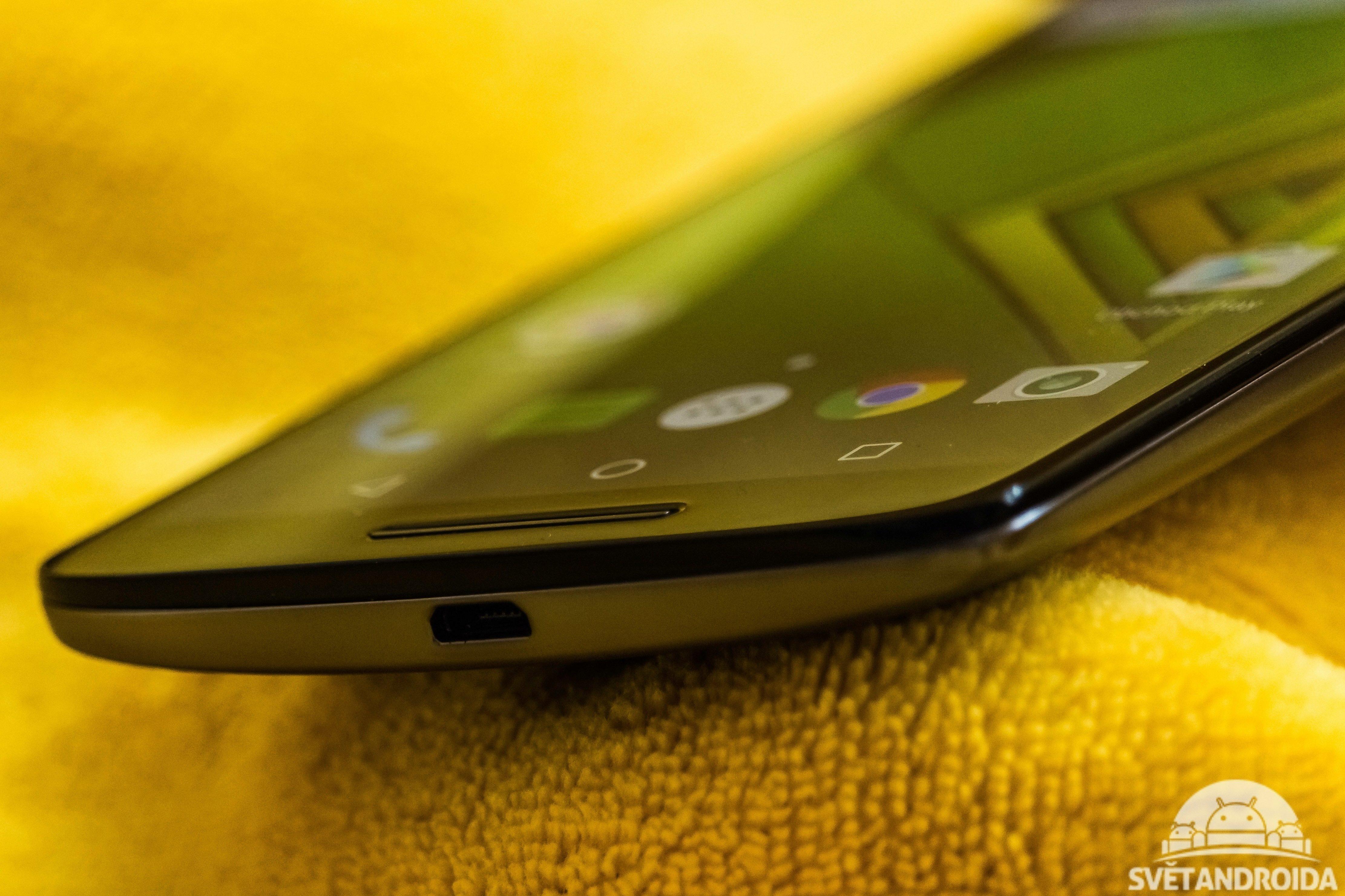 Moto X Play - spodní strana