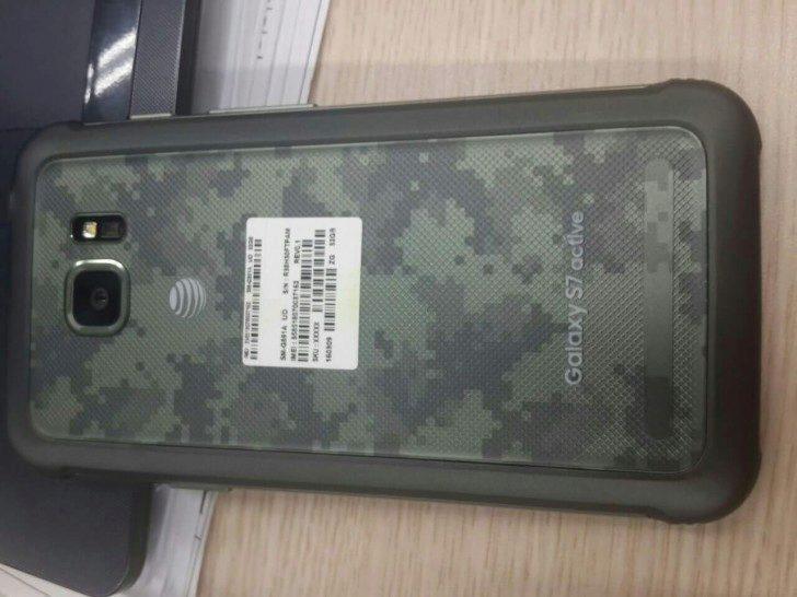 Samsung Galaxy S7 Active - záda