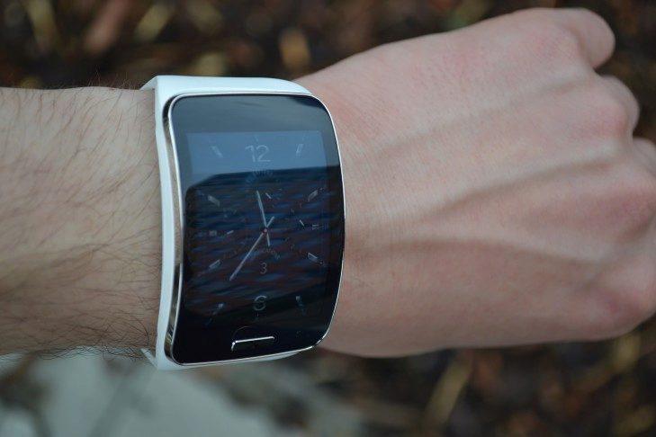 Samsung Gear S - přední strana (1)