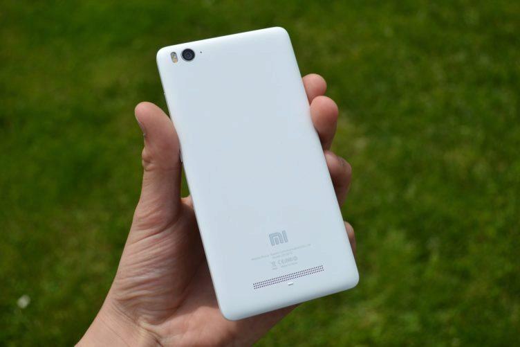 Xiaomi Mi4i - konstrukce, zadní strana (1)