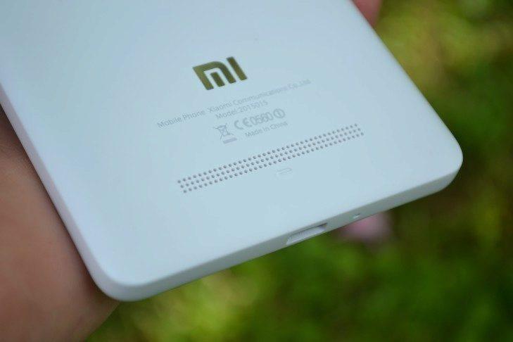 Xiaomi Mi4i - zadní reproduktor
