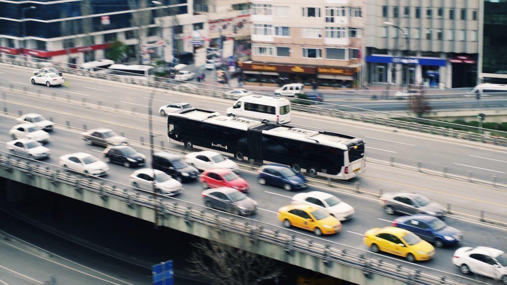 Cílem tohoto projektu Waze je snížit dopravní zátěž