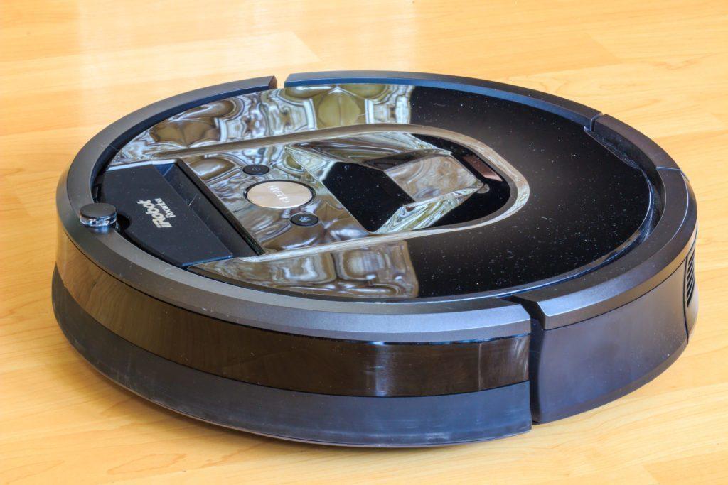 iRobot Roomba 980 - pohled z boku