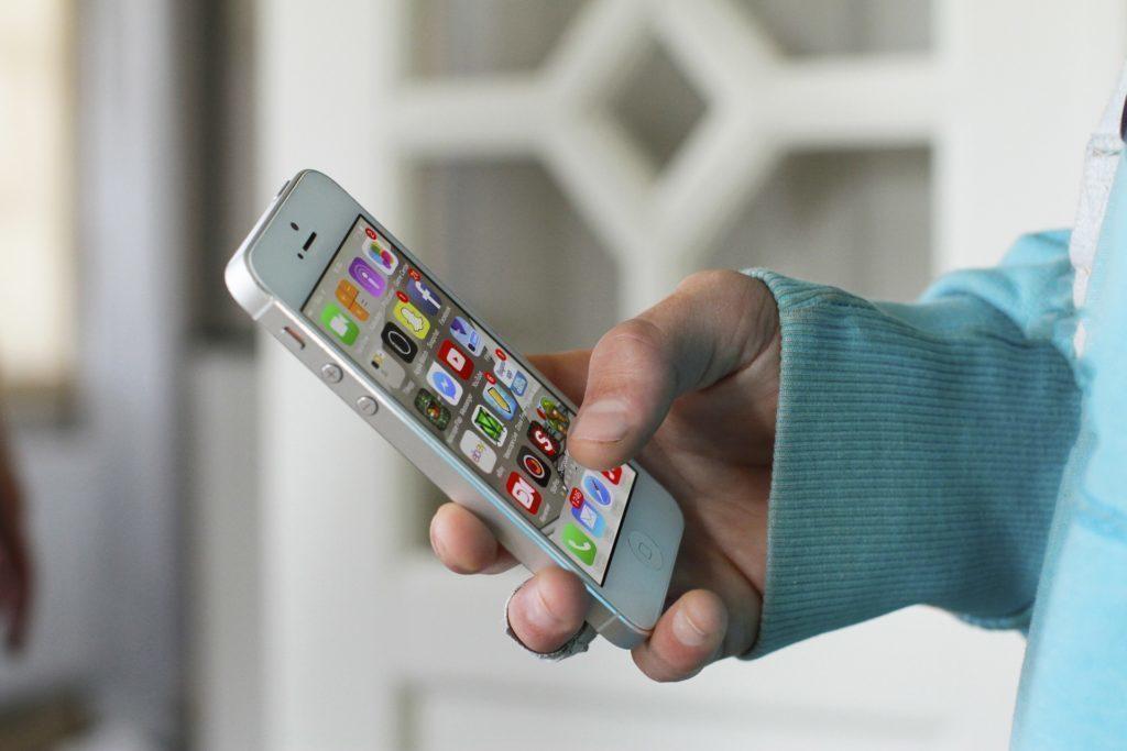 Nejnovější verzi iOS má i pět let starý model iPhone 4S