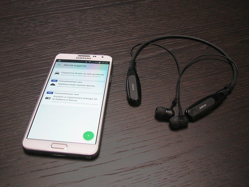 Bluetooth lze použít k připojení bezdrátových sluchátek