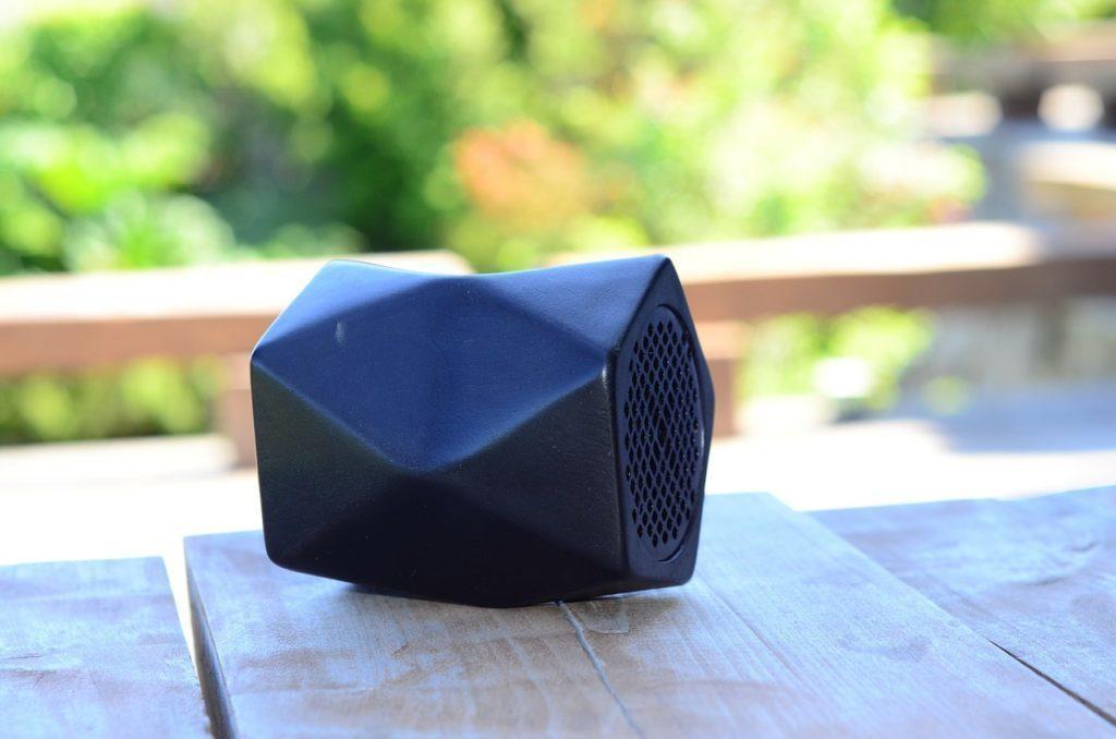 Bluetooth lze také využít k připojení reproduktorů