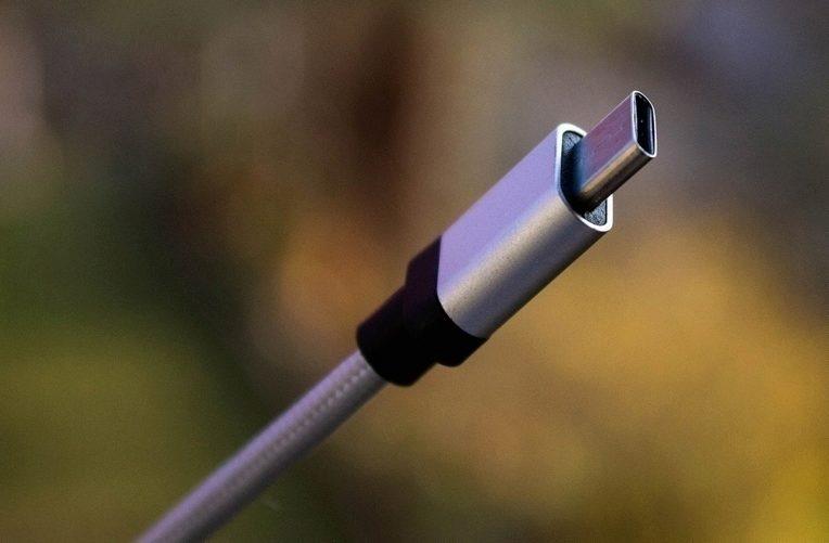 USB-C na obou koncích zajistí co nejrychlejší nabíjení a přenos dat