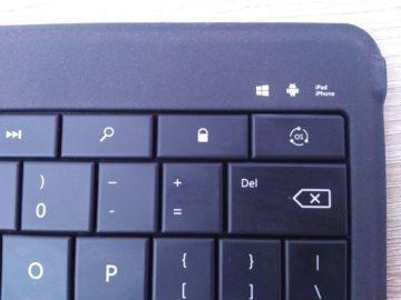 Detail pravého rohu klávesnice