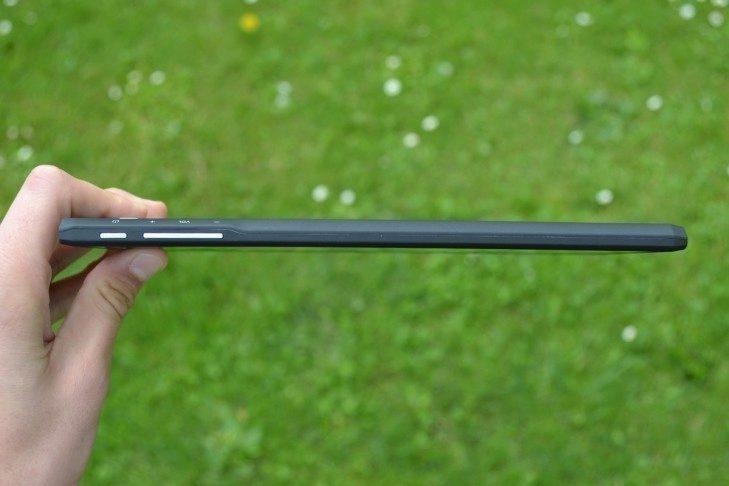 Prestigio MultiPad Consul 7008 4G - konstrukce, praví strana