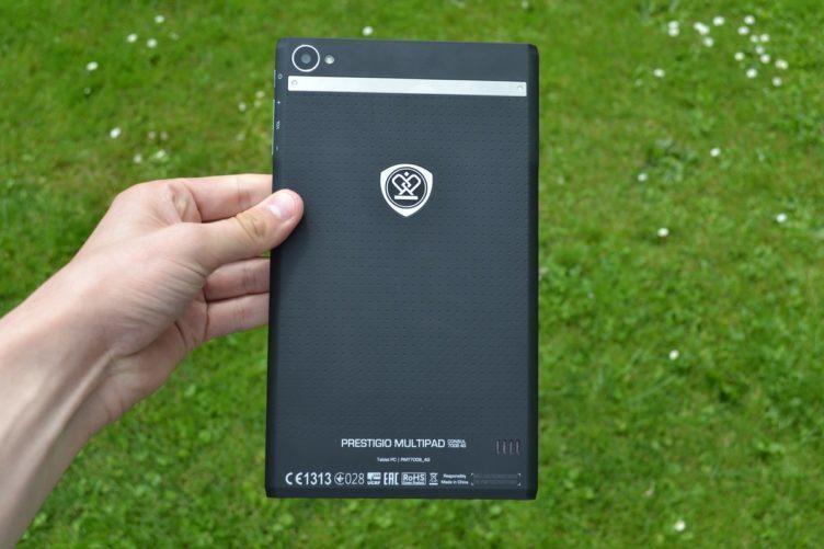 Prestigio MultiPad Consul 7008 4G -  konstrukce, zadní strana (1)