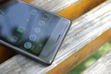 Sony Xperia X spodní okraj