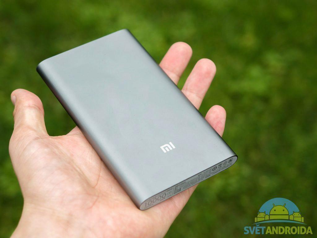 Xiaomi Power Bank 10000 mAh USB-C - konstrukce, v ruce