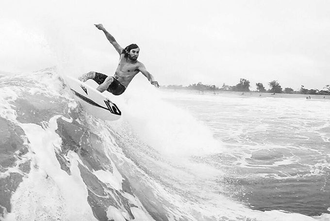 Profesionální surfař Timmy Reyes