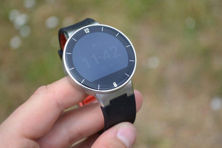 Alcatel One Touch Watch - konstrukce, přední strana (12)