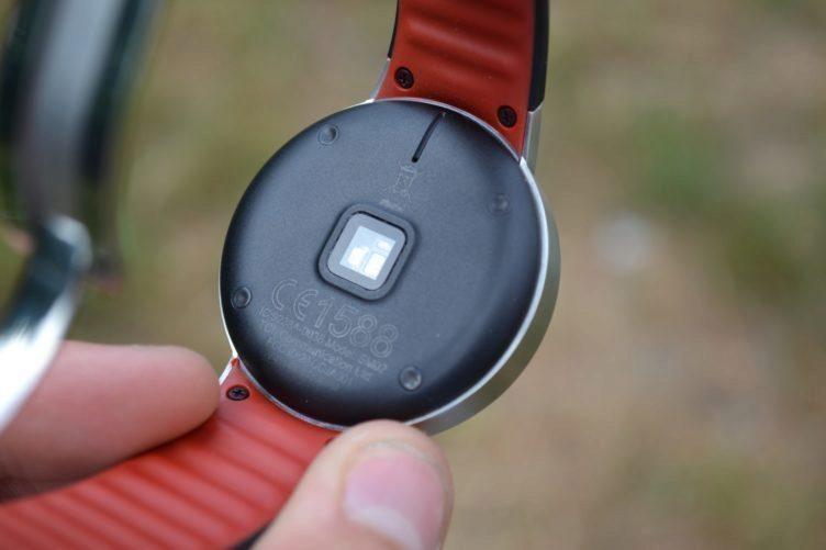 Alcatel One Touch Watch - konstrukce, senzor srdečního tepu