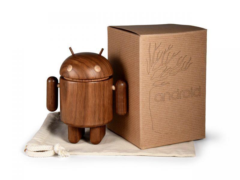 Za 120 dolarů dostanete figurku zabalenou v sáčku z mušelínu a krabičce z přírodních materiálů.