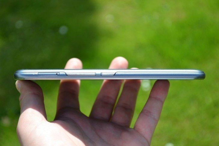 Vodafone Smart ultra 6 - konstrukce, tlačítka ovládání